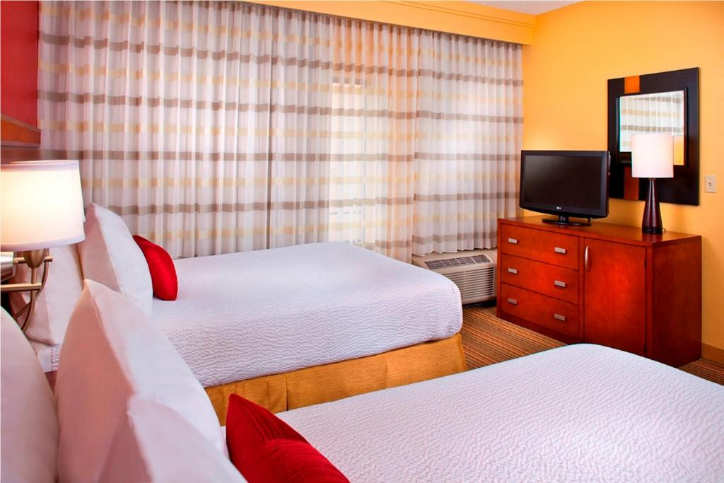 A room at the Courtyard by Marriott Baton Rouge Acadian Center / LSU Area.