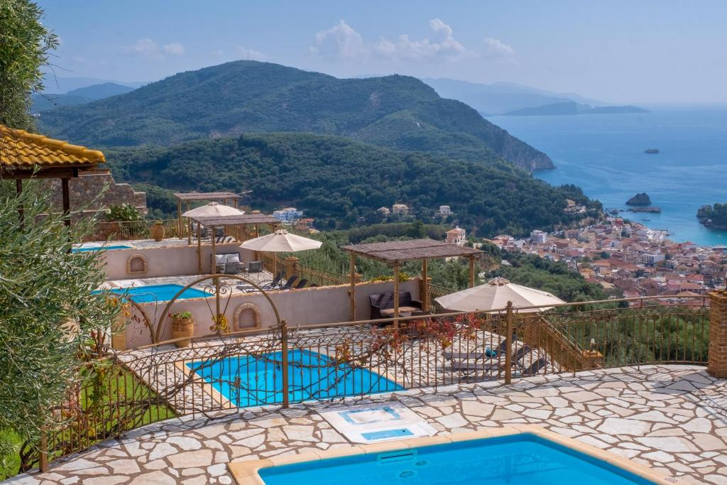 Θέα της πισίνας από το Apolis Villas & Suites Resort ή από εκεί κοντά