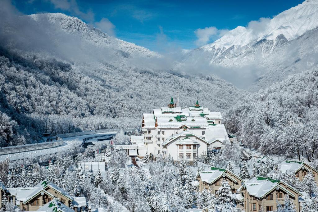 Гранд Отель Поляна зимой