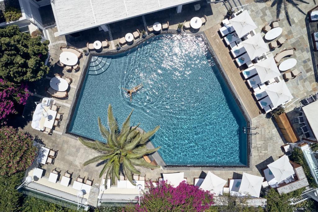 Vue sur la piscine de l'établissement Belvedere Mykonos - Main Hotel ou sur une piscine à proximité