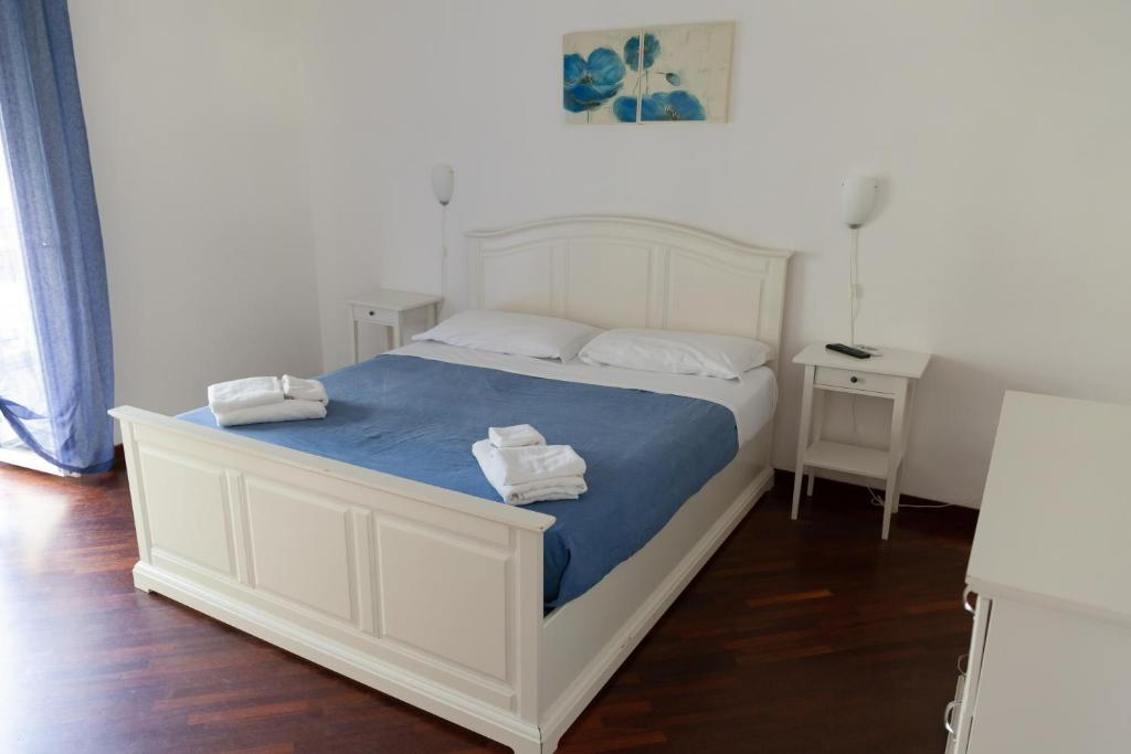 A bed or beds in a room at Appartamento Velia