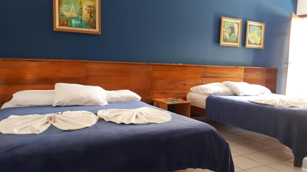 A bed or beds in a room at Serrazul Praia Hotel