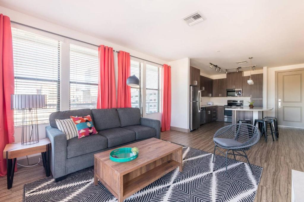 A seating area at WanderJaunt - Ambrose - 1BR - Tempe