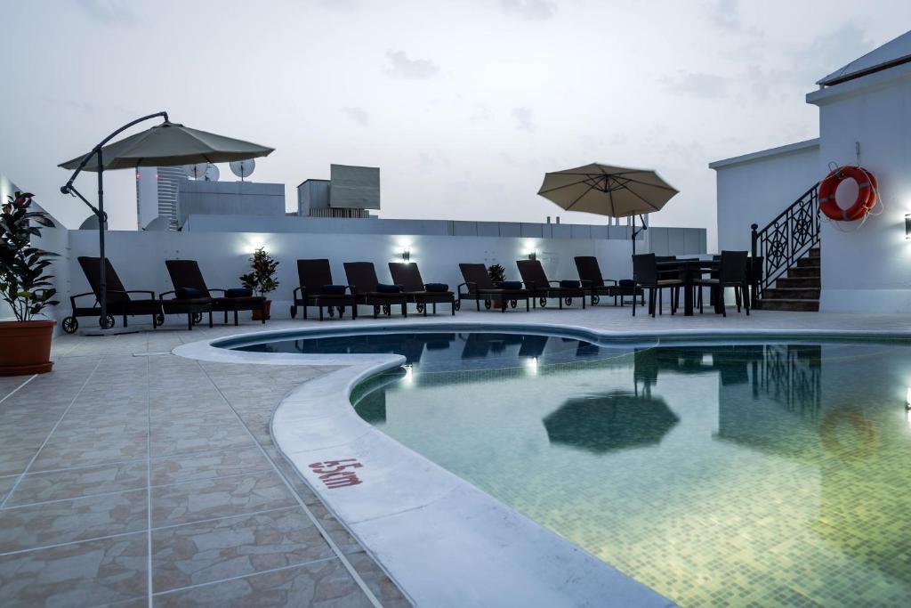 المسبح في The View Al Barsha Hotel Apartments أو بالجوار