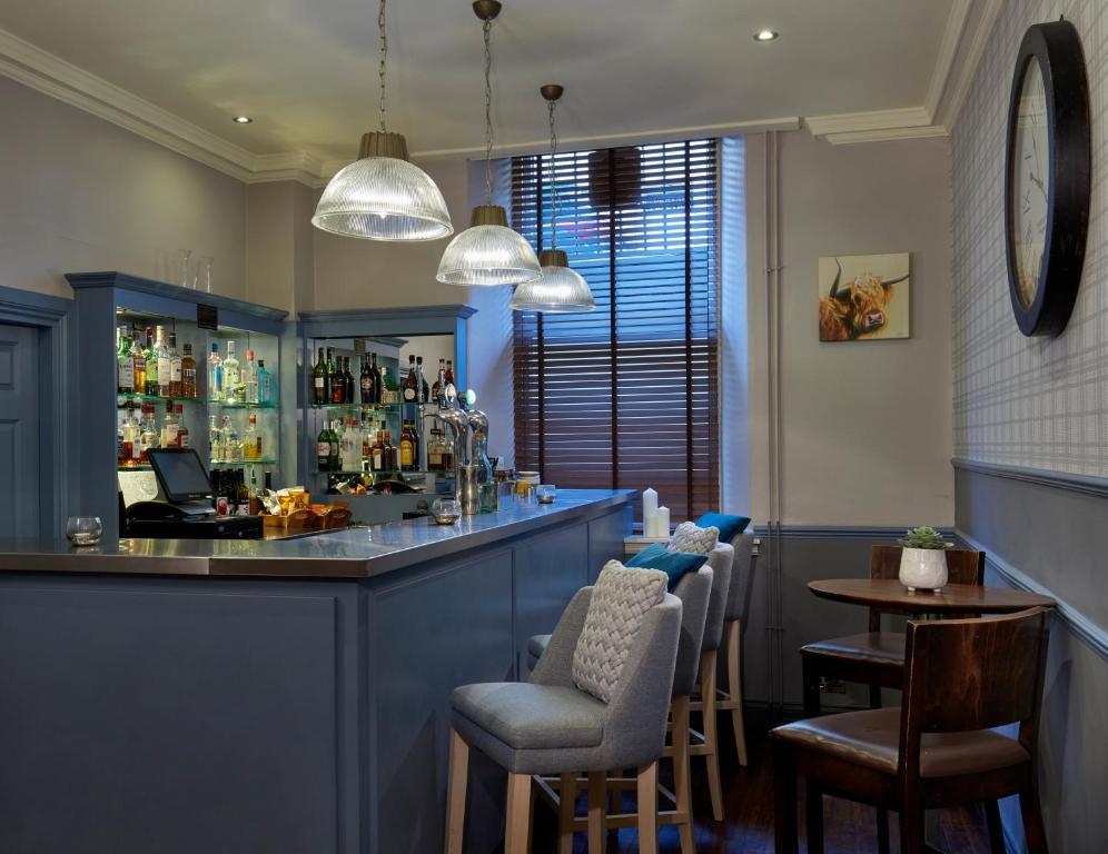 The lounge or bar area at Leonardo Edinburgh City