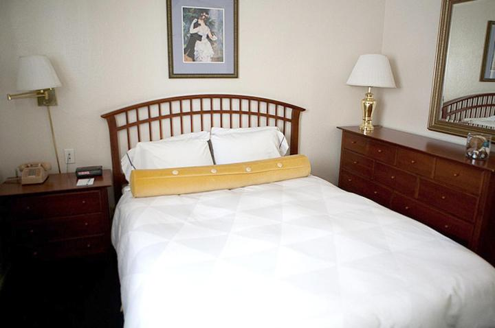 A bed or beds in a room at Coral Reef Inn & Condo Suites