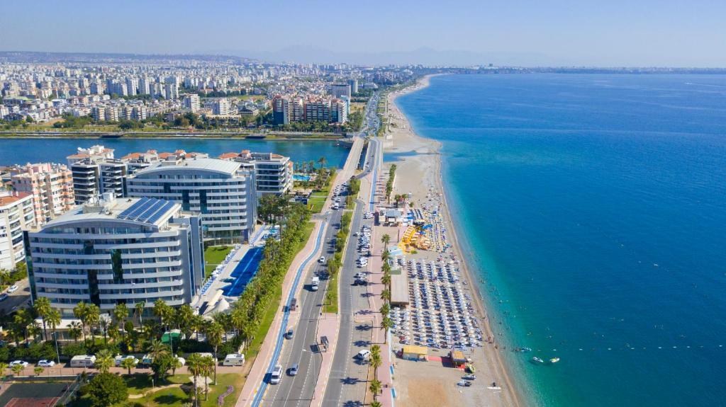 Een luchtfoto van Porto Bello Hotel Resort & Spa