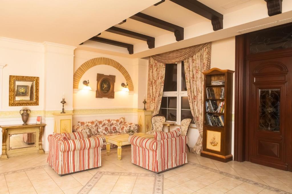 O zonă de relaxare la Hotel Casa De La Rosa