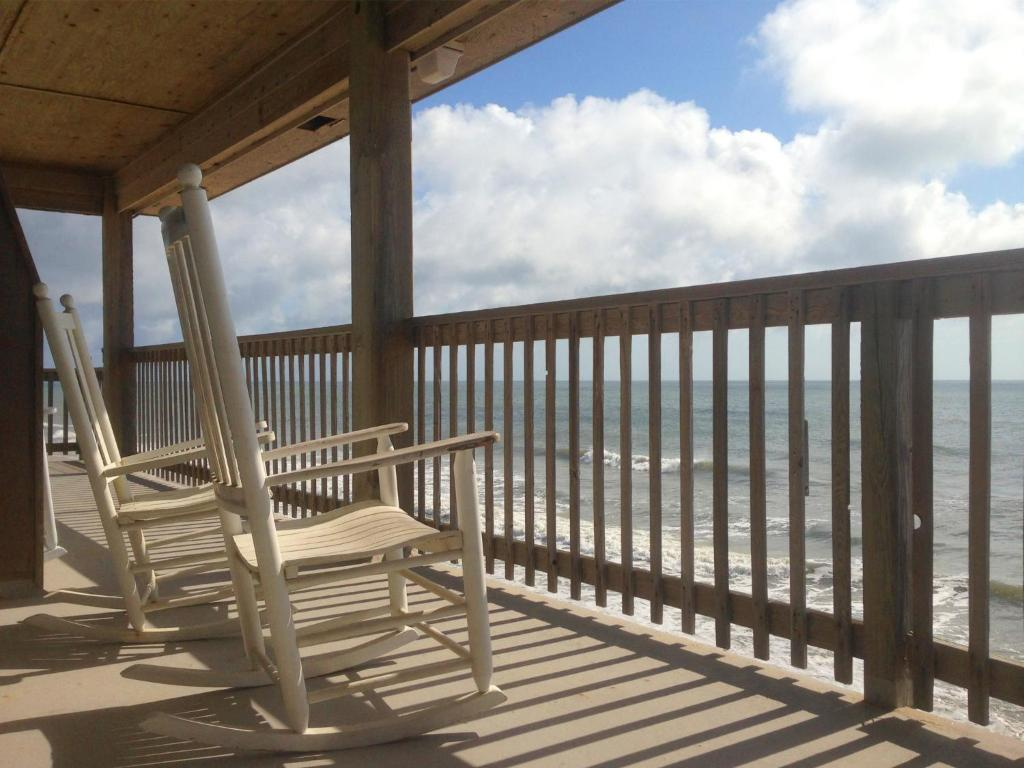 A balcony or terrace at Cape Hatteras Motel