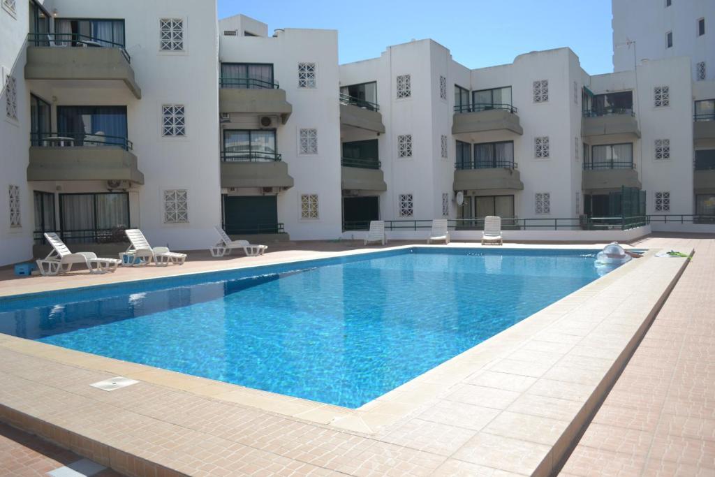 The swimming pool at or near Algamar by Garvetur