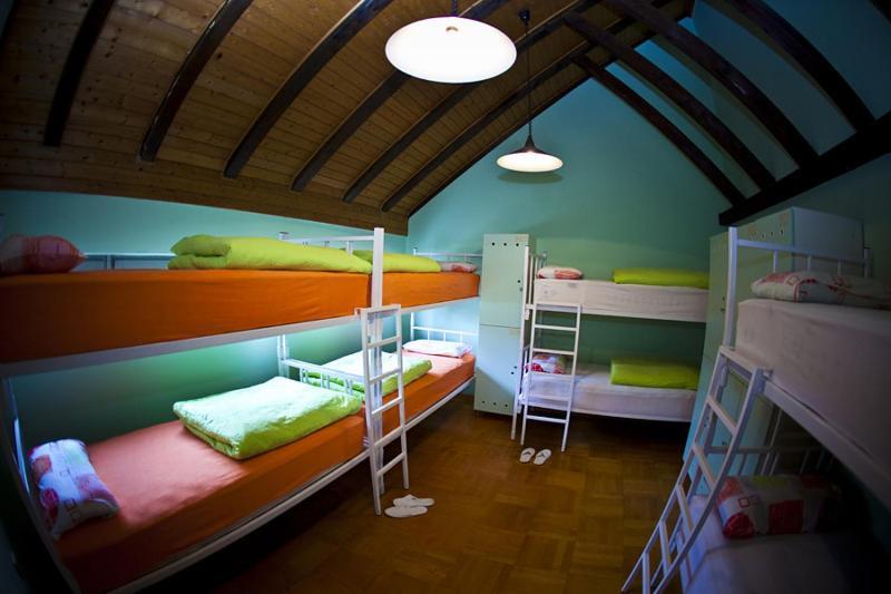 Un ou plusieurs lits superposés dans un hébergement de l'établissement Hostel Samobor