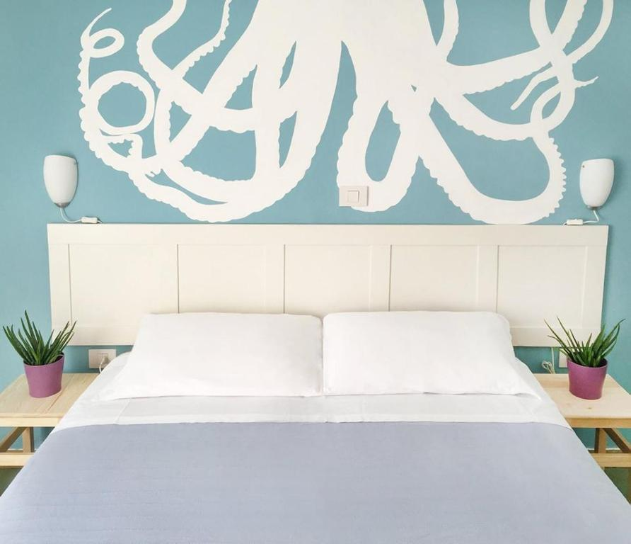A bed or beds in a room at Hotel Aloha
