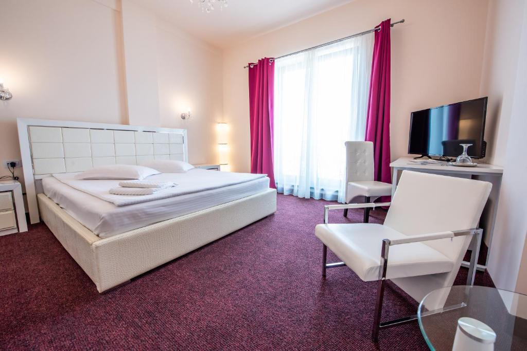 Un pat sau paturi într-o cameră la Hotel Imperial Premium