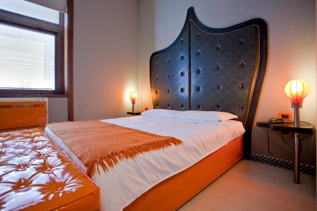 Orange Hotel - Laterooms