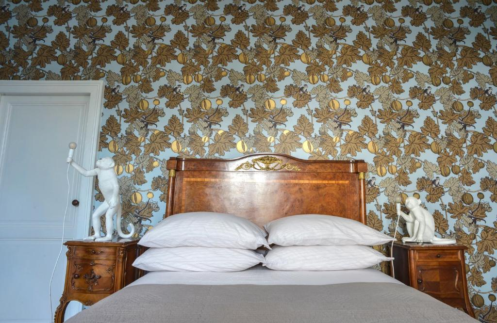 A bed or beds in a room at La Cour d'Argent