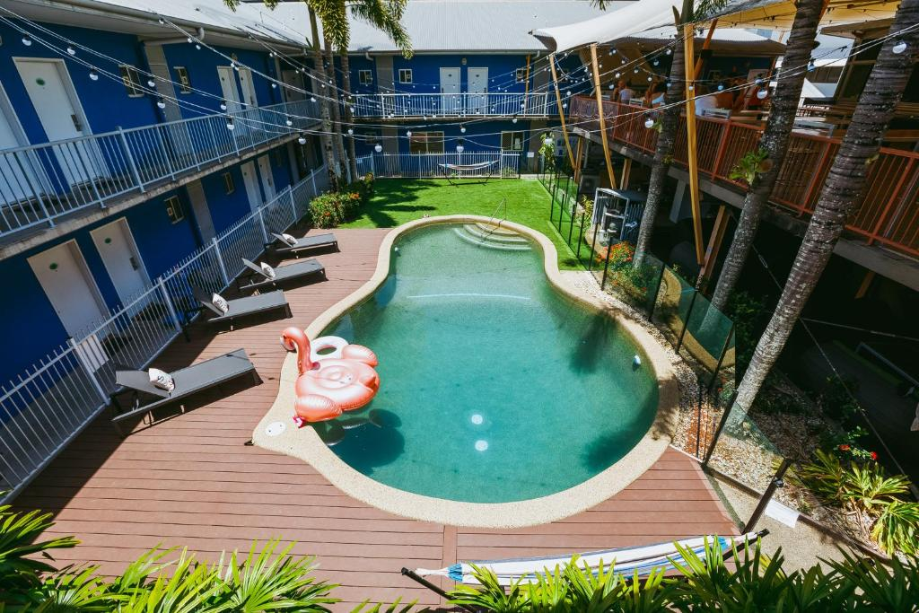 A view of the pool at Bounce Cairns or nearby