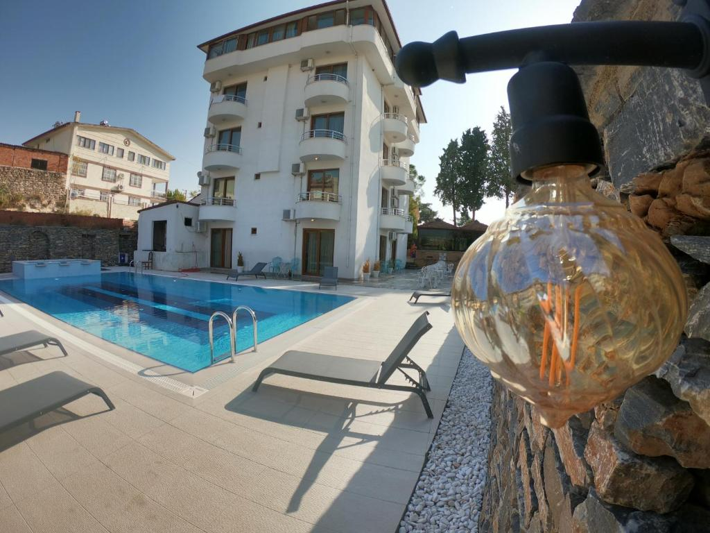 The swimming pool at or near Bellamaritimo Hotel