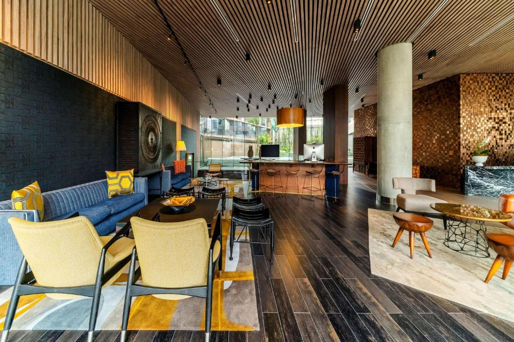 A seating area at Hyatt Centric San Isidro Lima