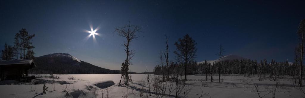 Lake Kesänki Cottage during the winter