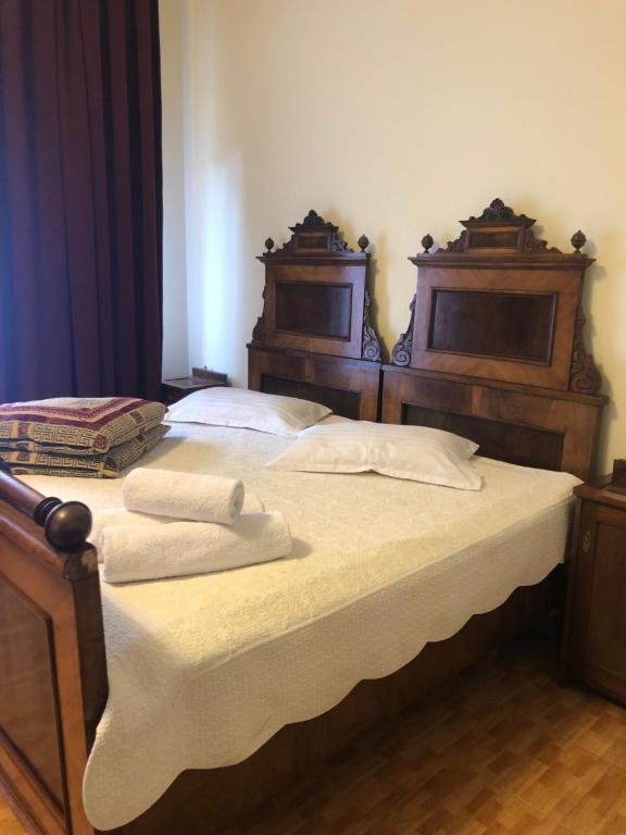 Un pat sau paturi într-o cameră la Vila Cristalfrost