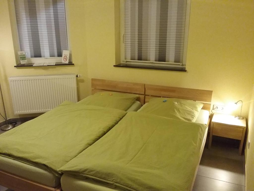 A bed or beds in a room at Pension Wauri , Gästezimmer
