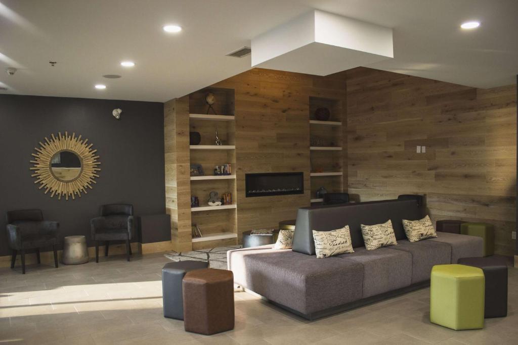 Zona de estar de Country Inn & Suites by Radisson, Niagara Falls, ON