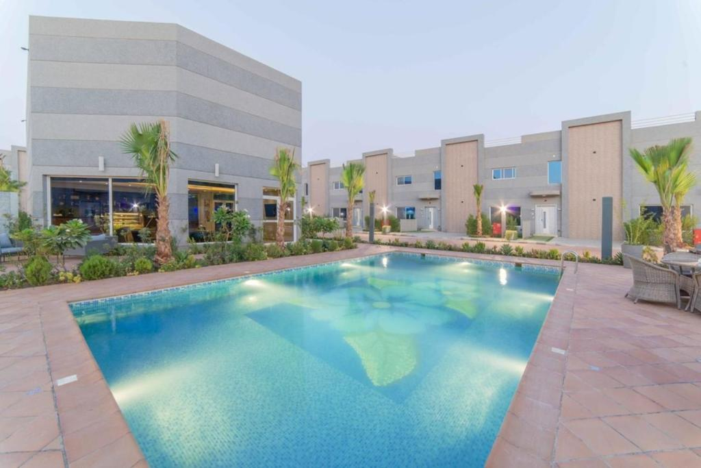 المسبح في Solis Villa Resort Riyadh أو بالجوار
