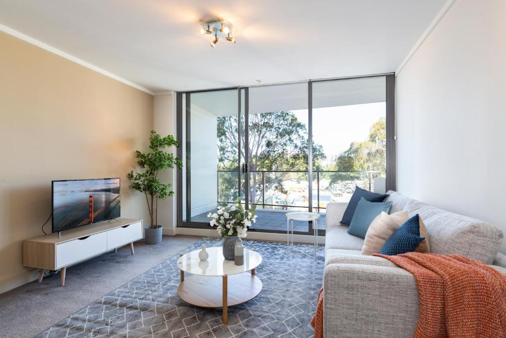 A seating area at Stylish apartment minutes from city and airport