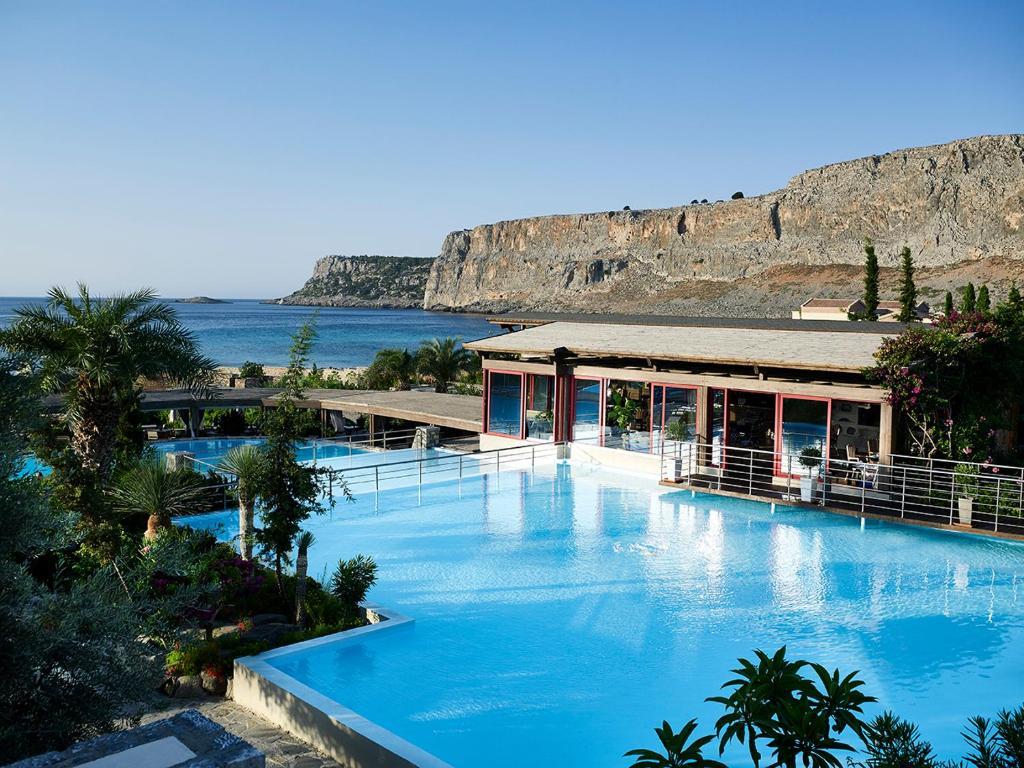 Bassenget på eller i nærheten av Aquagrand Exclusive Deluxe Resort Lindos - Adults only