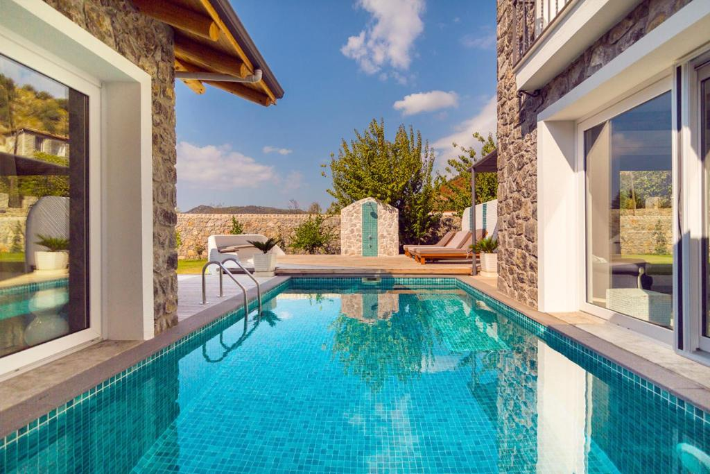 Keciler Villa Sleeps 8 with Pool Air Con and WiFi