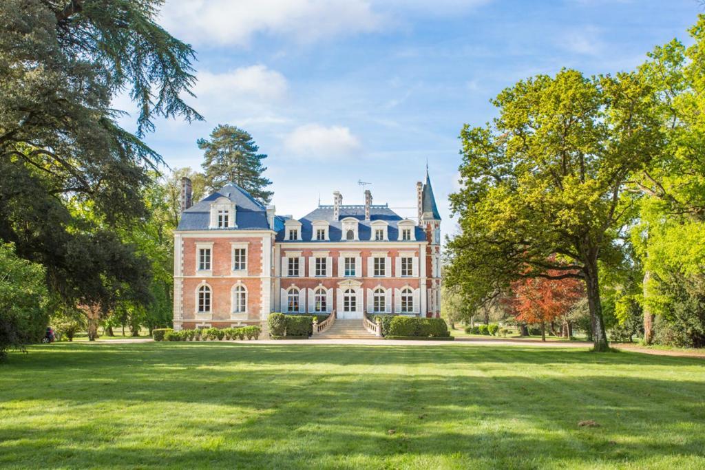 Cande Chateau Sleeps 13 Pool WiFi