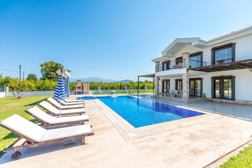 Alanya Villa Sleeps 14 with Pool Air Con and WiFi