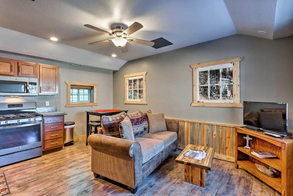 A seating area at Apartment 1 Mi to Ouray County Hot Springs!