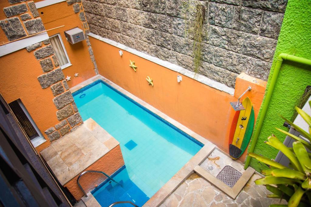 Uitzicht op het zwembad bij Bamboo Rio Hostel of in de buurt