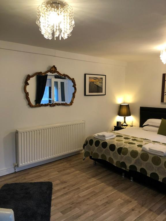Trinity Guest House - Laterooms