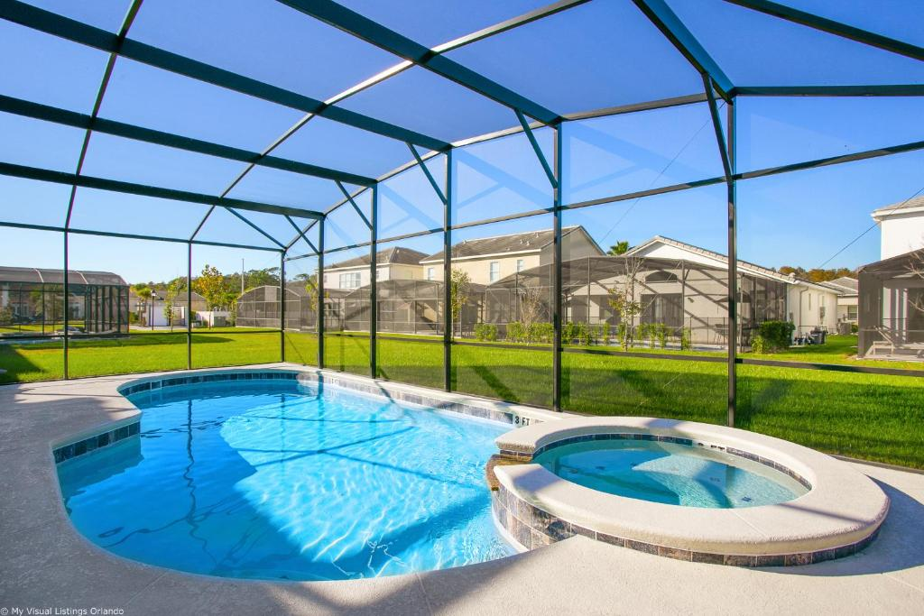 The swimming pool at or close to Sonoma Resort 7 Bedroom Vacation Home with Pool 1849