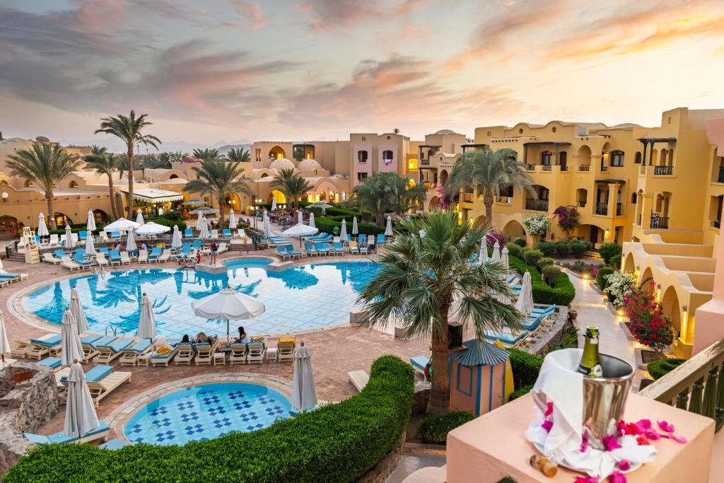 منظر المسبح في The Three Corners Rihana Resort El Gouna او بالجوار