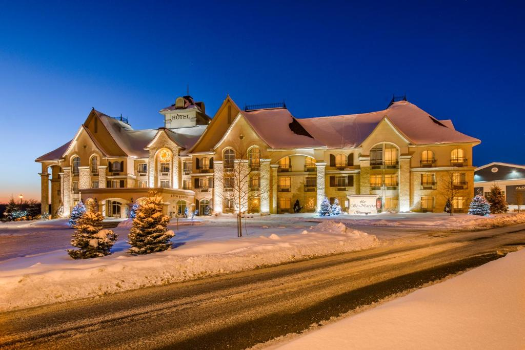 Le St-Martin Bromont Hotel & Suites during the winter