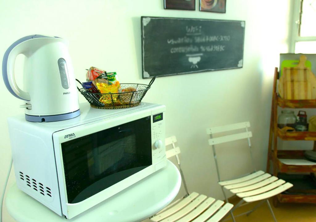 Una televisión o centro de entretenimiento en Amplio y Luminoso