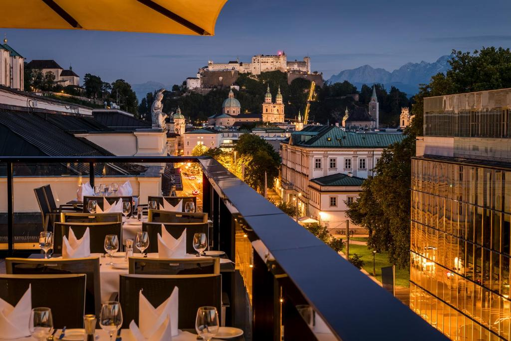 A restaurant or other place to eat at IMLAUER HOTEL PITTER Salzburg