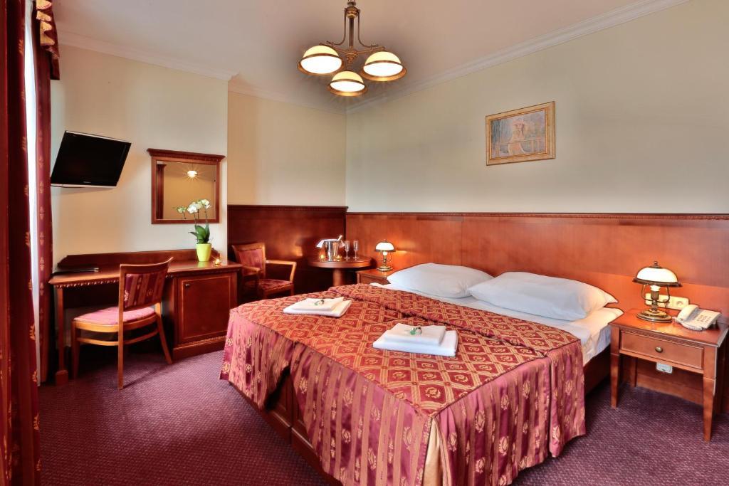 Кровать или кровати в номере Arkada Hotel Praha