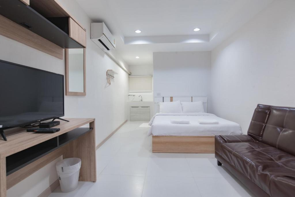 A bed or beds in a room at The Chill House
