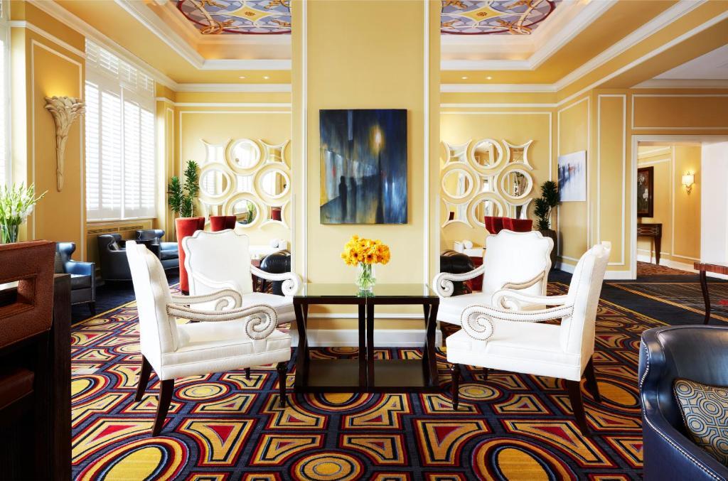A seating area at Kimpton Hotel Monaco Salt Lake City, an IHG Hotel