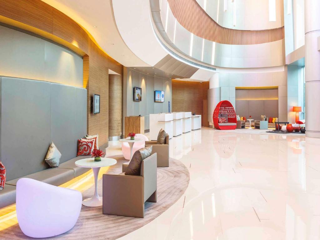 The lobby or reception area at Novotel Manila Araneta City Hotel