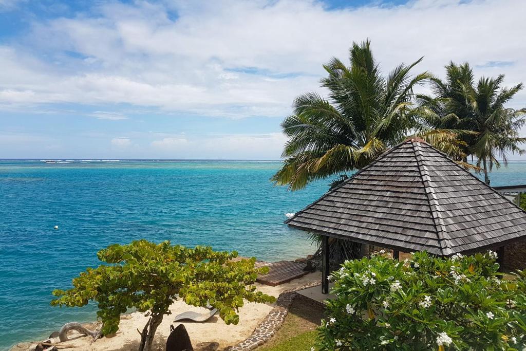 Uma vista do mar tirada da villa