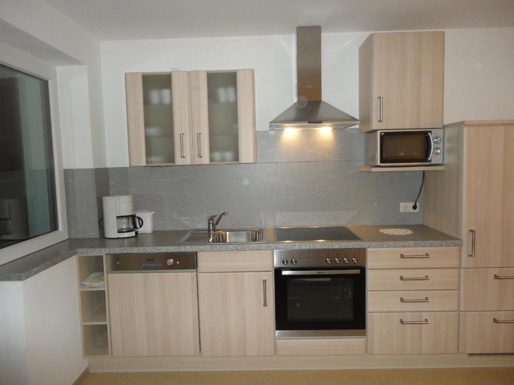 A kitchen or kitchenette at Ferienwohnung Schwabl