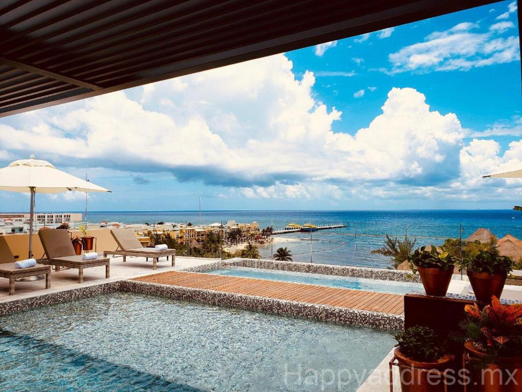 1 BR Condo // Best location & Rooftop by Happy Address