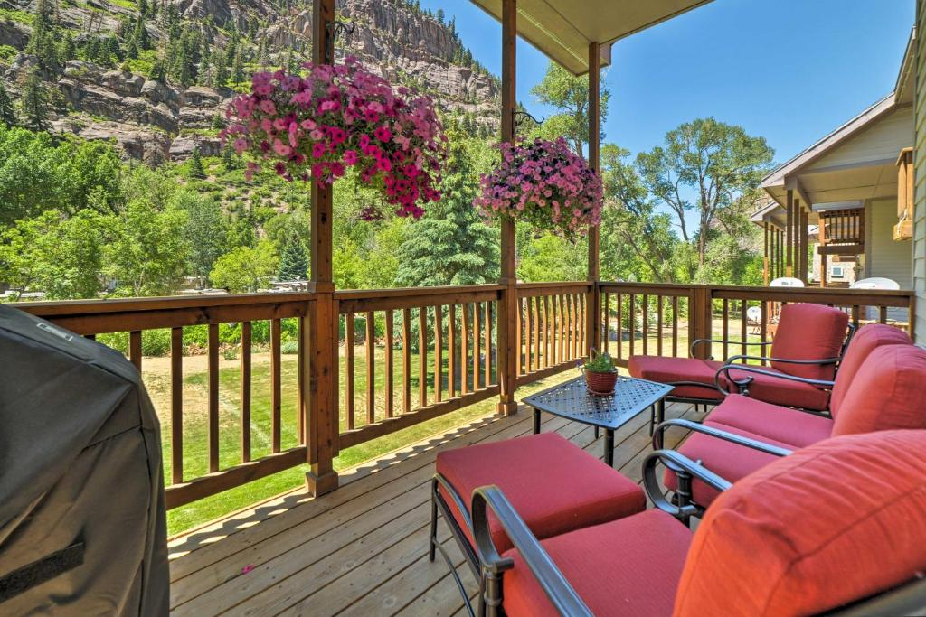 A balcony or terrace at Updated Home with Mtn Views 1 Block to Downtown Ouray