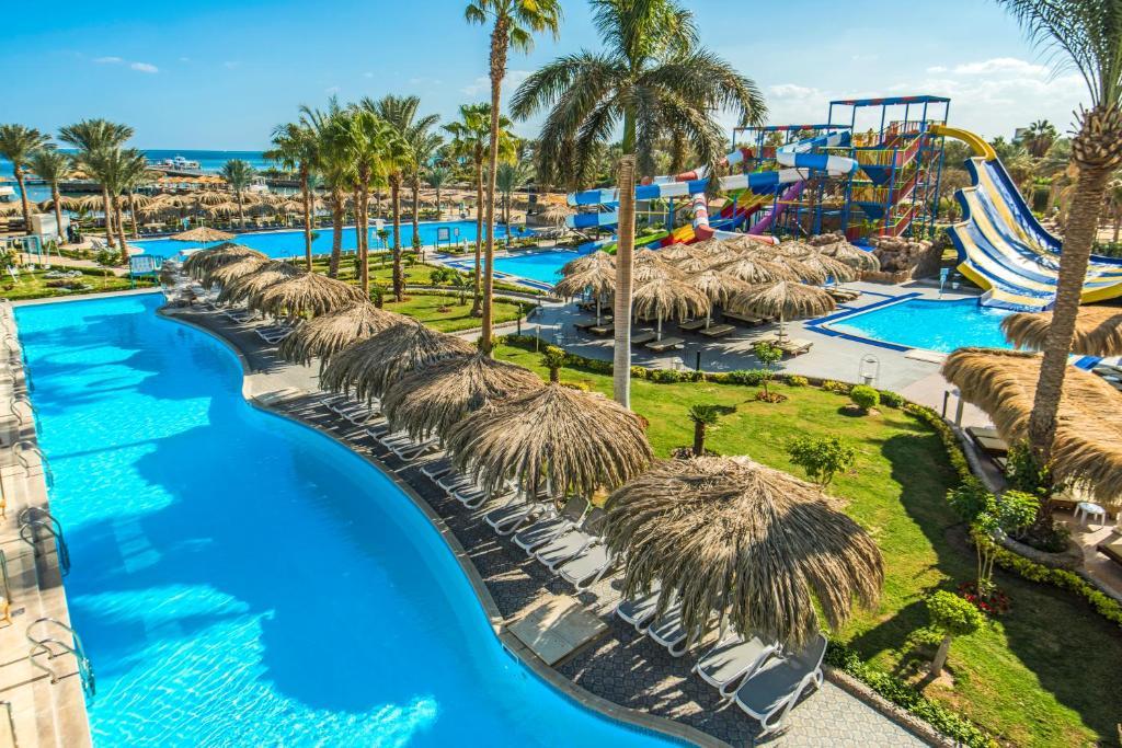 منظر المسبح في Sunrise Aqua Joy Resort او بالجوار