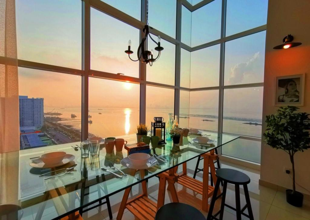 A restaurant or other place to eat at Seaview Suites Penang